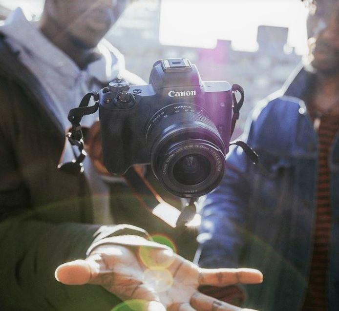De Canon EOS M50, dit is een systeemcamera dat geschikt is voor alle fotografen.